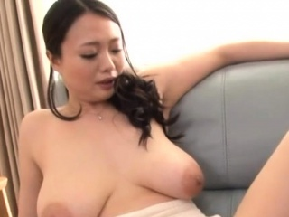 Bodily beauteous hottie plays with veggies