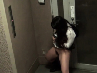 Japanese babes pissing