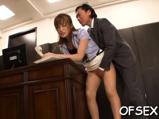 Curvaceous cougar Kokone Mizutani exposes mince for fuck